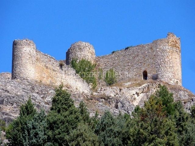 Vista del castillo de Aguilar de Campoo