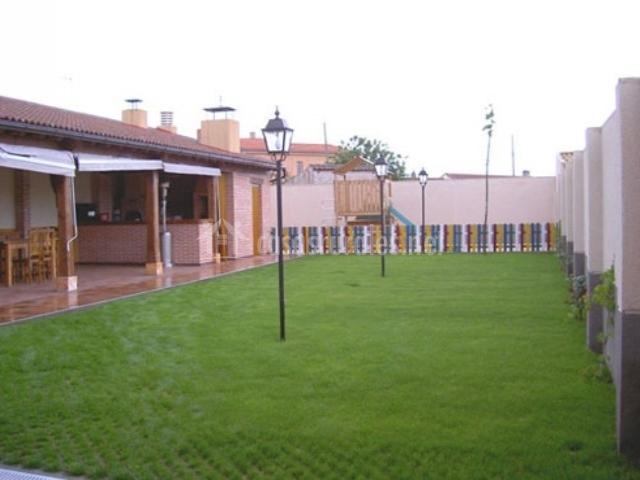 La casa de ramiro en codorniz segovia for Farolas jardin