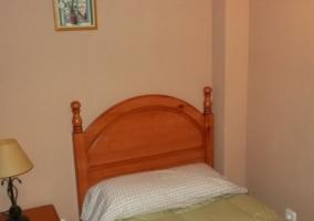 Dormitorio doble con sus cabeceros de madera