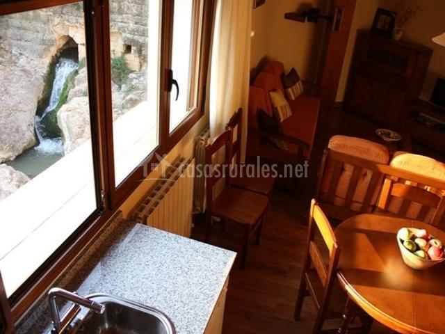 Apartamentos rurales molino alto en almonacid de la cuba for Sala de estar y cocina