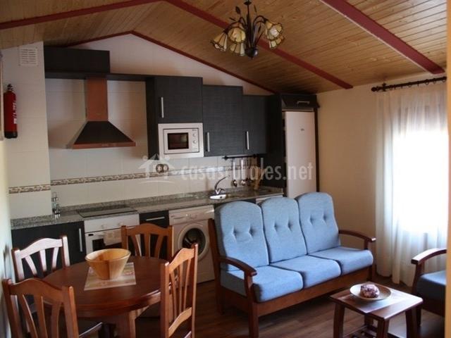 Apartamentos rurales molino alto en almonacid de la cuba for Cocina abierta sala de estar
