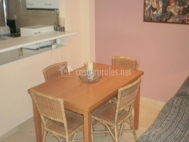 Apartamento juani en pedraza segovia for Sillones mesa comedor