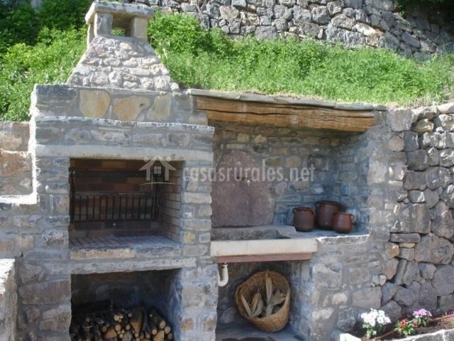 L 39 estisora de casa l 39 hereu en montcortes de pallars lleida - Barbacoa de piedra ...