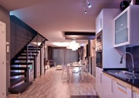 Vista de la cocina y el salón