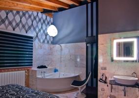 Bañera y aseo con pared de ladrillos de mármol