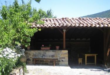 Viviendas El Barrio - Cabezon De Liebana, Cantabria