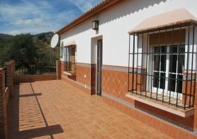 Entrada y ventanas a la terraza