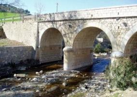 Puente y río de Riogordo