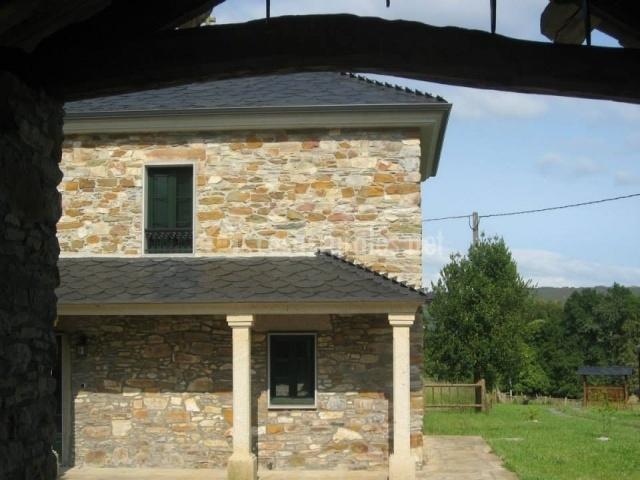 Casa de xacobe en xermade lugo for Fachadas de casas con porche