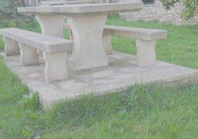 Casa de xacobe casas rurales en xermade lugo - Mesas de piedra para exterior ...