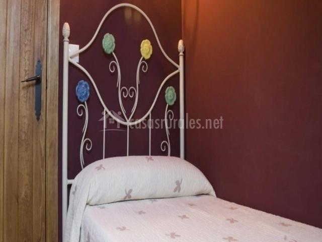 La portada del medievo en javierregay huesca for Dormitorio granate