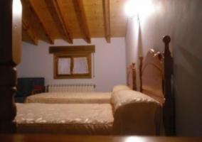 Buhardilla con 2 camas individuales