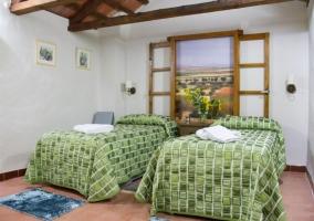 Dormitorio doble con ventana pintana con paisaje