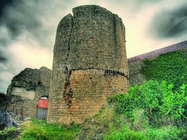 Ilers con construcciones en ruinas