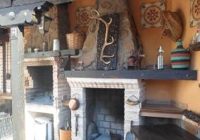 Chimenea de piedra de la casa rural