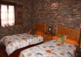 Habitacion doble con camas individuales de piedra