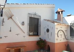 fachada tradicional de la casa rural