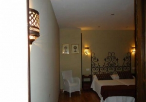 Dormitorio doble con cabecero de forja