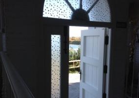 Puerta de entrada a la casa rural