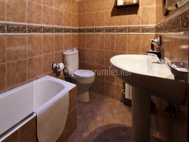 Casa la huerta en mestas de con asturias - Inodoro y lavabo en uno ...