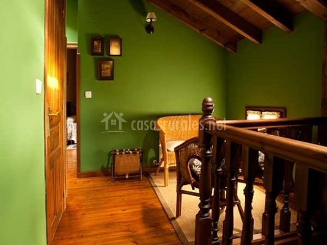 Casa la huerta casas rurales en mestas de con asturias - Muebles salita de estar ...