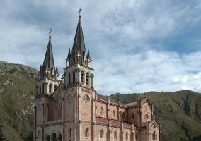 Basílica de Santa María la Real en Covadonga