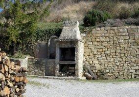 Barbacoa de piedra en el exterior