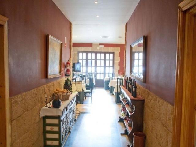 Restaurante con su acceso