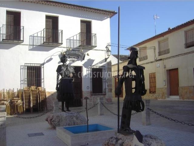 Zona centro con esculturas