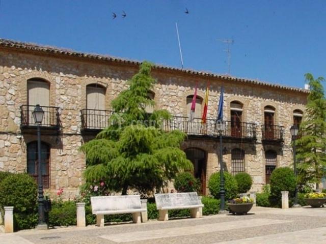 Zona centro de El Toboso con su Ayuntamiento