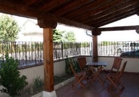 Vista exterior del alojamiento con dos balcones