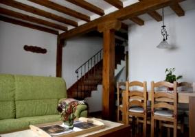 Patio de la casa con muebles de exterior