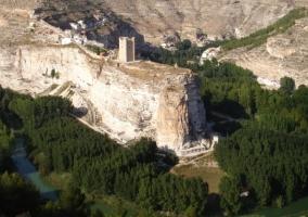 El castillo rodeado de naturaleza