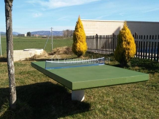 Vistas del exterior con mesa de pingpong