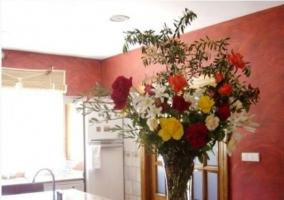 Cocina decorada con flores