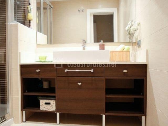 Casa la asomadilla casas rurales en la lastrilla segovia - Mueble lavabo madera ...