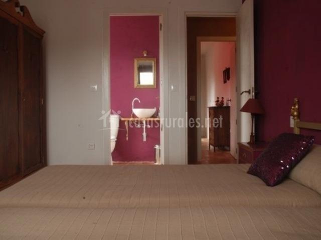 Dormitorio doble con acceso a aseo propio