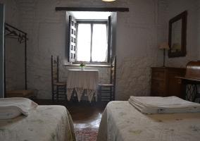 Toallas y ropa de cama en el dormitorio