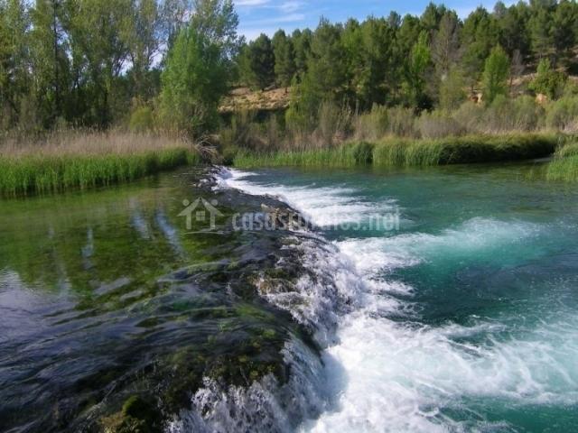 Salto de agua en La Rueda del valle del Cabriel