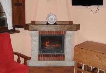 Casas rurales con chimenea en espinaredo infiesto for Casa rural con chimenea asturias