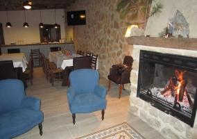 Bar-cafetería con chimenea
