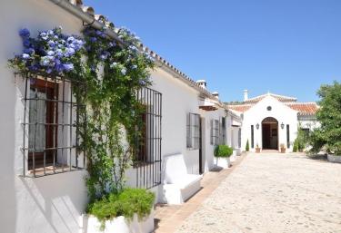 554 casas rurales en m laga for Fotos de fachadas de casas andaluzas
