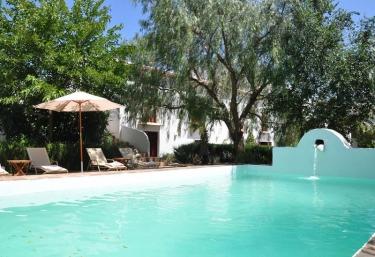 Casas rurales con piscina en m laga for Casas vacacionales con piscina