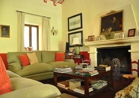 Salón con chimenea - Casa Ronda