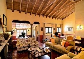Vista del salón, comedor y cocina - Casa Ronda