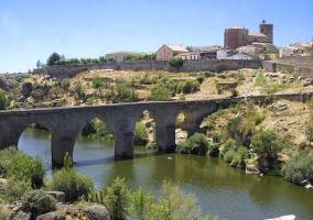 Puente a la entrada de Ledesma