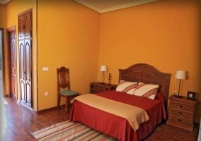Dormitorio doble con alfombra de rayas