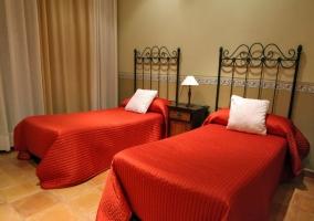 Dormitorio para cuatro con camas individuales