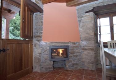 Casas rurales con chimenea en santa eulalia de oscos for Casa rural con chimenea asturias