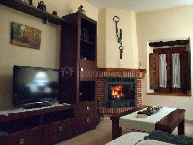 Muebles de salon con chimenea good simple interesting - La chimenea muebles ...